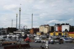 V pozadí zábavní park Gröna Lund